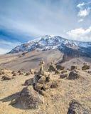 Cairn, Kibo, parco nazionale di Kilimanjaro, Tanzania, Africa Immagine Stock Libera da Diritti