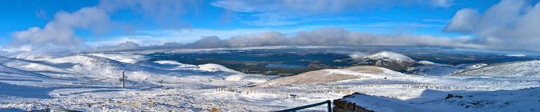 Cairngorm山全景在冬天 免版税图库摄影