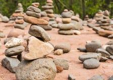Cairns de roche de plage de Bouddha image libre de droits