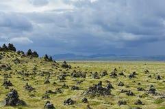 Cairns en pierre chez Laufskalavarda, Islande Photographie stock libre de droits