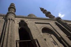 cairo egypt islamisk minaretsmoské som löper Arkivbilder