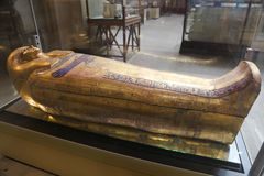 Royalty Goldy coffin  - Egyptian museum. Cairo, Egypt Jan. 2018 Ancient gold and silver antiquities - Egyptian museum Stock Photography