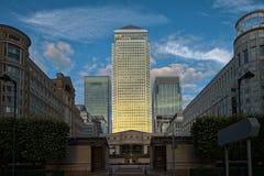 Cais amarelo Londres do crepúsculo quadrado de Cabot Fotografia de Stock