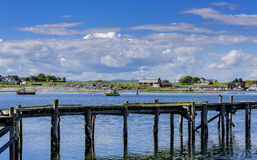 Cais & barcos da aldeia piscatória fotografia de stock