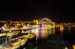 Cais circular na noite durante fesitval vívido Foto de Stock Royalty Free