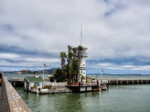 Cais 39 com Forbes Island em San Francisco Fotografia de Stock Royalty Free
