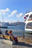Cais da balsa de Istambul Eminonu, pessoa da doca Fotografia de Stock