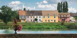 Cais da cidade pequena perto do rio, vista de Tournus imagem de stock royalty free