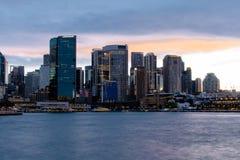 Cais da circular de Sydney, Austrália NSW 20180820 do porto no por do sol fotografia de stock royalty free
