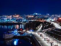 Cais da noite da cidade do inverno de Krasnoyarsk 2019 imagens de stock