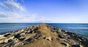 Cais da pedra da praia de Barcelona no Barceloneta Foto de Stock