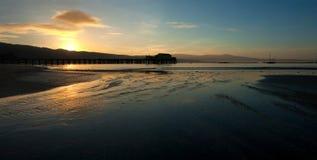 Cais da pesca no nascer do sol foto de stock