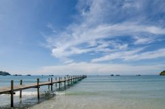 Cais de madeira entre o por do sol em Phuket, Tailândia verão, curso, Fotografia de Stock