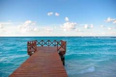 Cais de madeira na costa Imagens de Stock Royalty Free