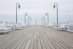Cais de madeira na costa de mar Imagens de Stock Royalty Free