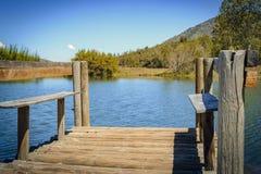 Cais de madeira na lagoa fotografia de stock royalty free