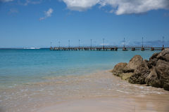 Cais de madeira na praia, Barbados fotografia de stock