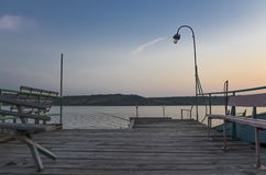 Cais de madeira no lago Foto de Stock