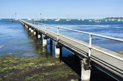 Cais de madeira velho Geelong Austrália Tarde ensolarada do verão azul imagem de stock royalty free