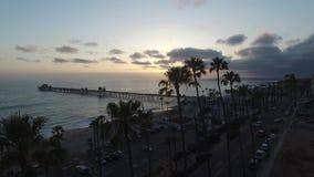 Cais do perto do oceano no por do sol vídeos de arquivo