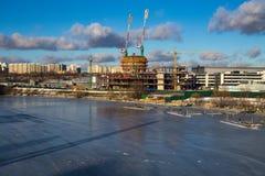 Cais e construção do inverno imagem de stock