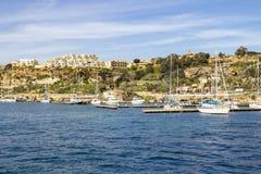 Cais e iate do porto de Mgarr na cidade de Mgarr, Gozo, Malta imagens de stock royalty free