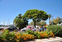 Cais em cores do verão na opinião de Saint Tropez de um carro movente Fotografia de Stock Royalty Free