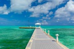 Cais grande do ponto do Caimão-rum foto de stock