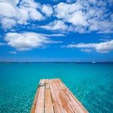 Cais Illetas e Ibiza da praia de Formentera Ses Illetes fotos de stock royalty free