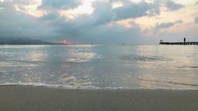 Cais, mar e Sandy Beach de madeira Tempo do amanhecer, Majorca video estoque