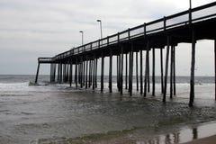 Cais na cidade do oceano Fotos de Stock