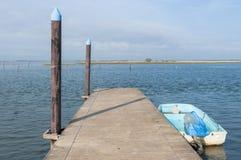 Cais na lagoa do estuário do Rio Pó Fotos de Stock Royalty Free