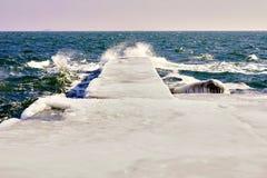 Cais no gelo no dia ensolarado imagens de stock royalty free