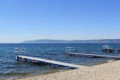 Cais no Lago Baikal fotografia de stock
