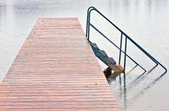 Cais no lago na chuva fotografia de stock