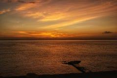 Cais no oceano no por do sol imagem de stock