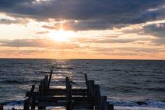 Cais no por do sol Fotos de Stock Royalty Free