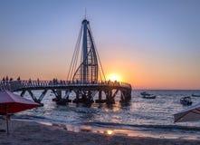 Cais no por do sol - Puerto Vallarta do Los Muertos, Jalisco, México fotos de stock