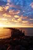 Cais rochoso, nascer do sol, cloudscape Imagem de Stock Royalty Free