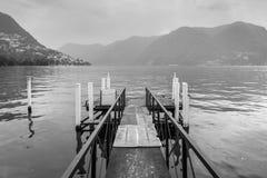 Cais vazio do barco no lago Lugano Imagens de Stock Royalty Free