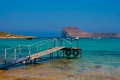 Cais vazio na lagoa de Balos na Creta, Grécia fotografia de stock