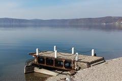 Cais velho no lago Baikal Fotografia de Stock