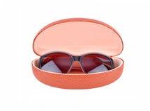 Caisse en verre et de lunettes de Sun Photographie stock libre de droits