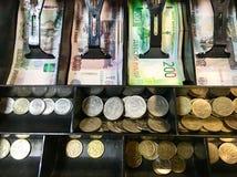 Caisse enregistreuse avec l'argent