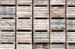 Caisses d'Apple empilées dans le stockage Photographie stock libre de droits