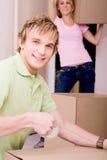 Caisses d'emballage de couples à déménager image libre de droits