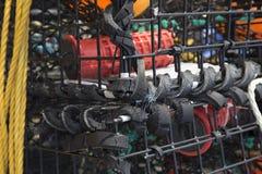 Caisses de pêche bordées avec le caoutchouc réutilisé photographie stock