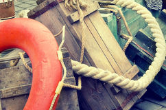 Caisses en bois de vieux rétro d'objets fond de texture d'antiquité et cordes, effet de style d'image de vintage rétro Image libre de droits