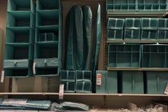 Caisses et boîtes pour des vêtements, vente Ikea photographie stock
