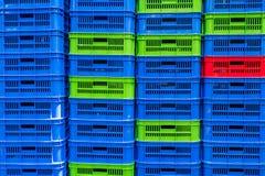 Caisses vides empilées de nourriture Photos libres de droits